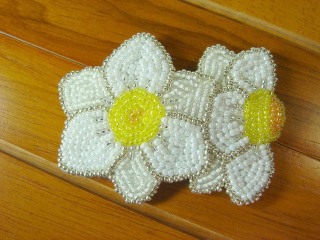 ビーズ刺繍の水仙のヘアピン
