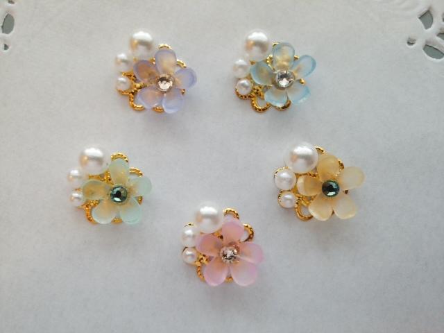 小さなお花とパールのクリップブローチ