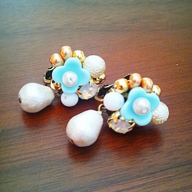 お花と宝石箱のイヤリング(ブルー)