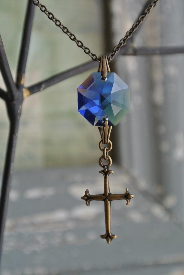 再販 スワロフスキー硝子 青の十字架ネックレス