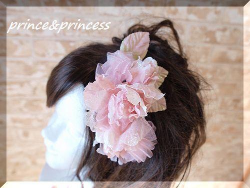 ラメたっぷりのピンク髪飾り