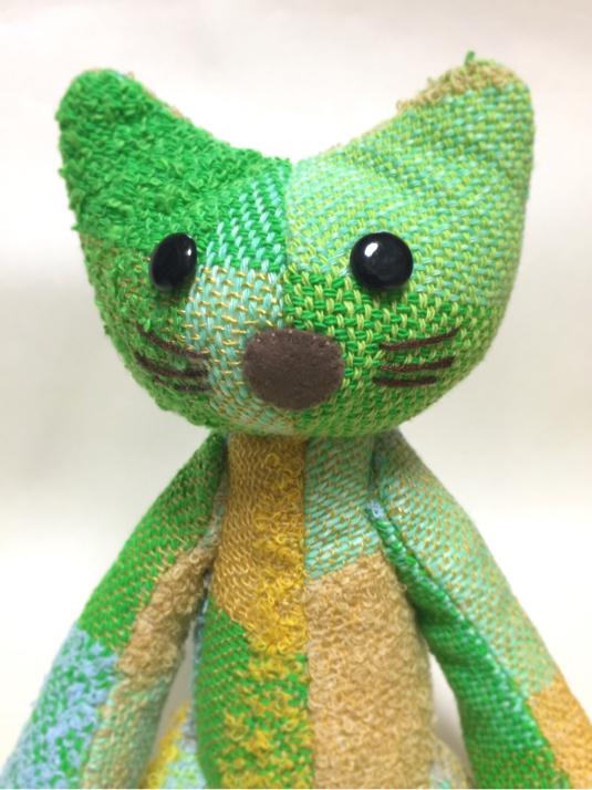 手織り布の猫  (菜の花)