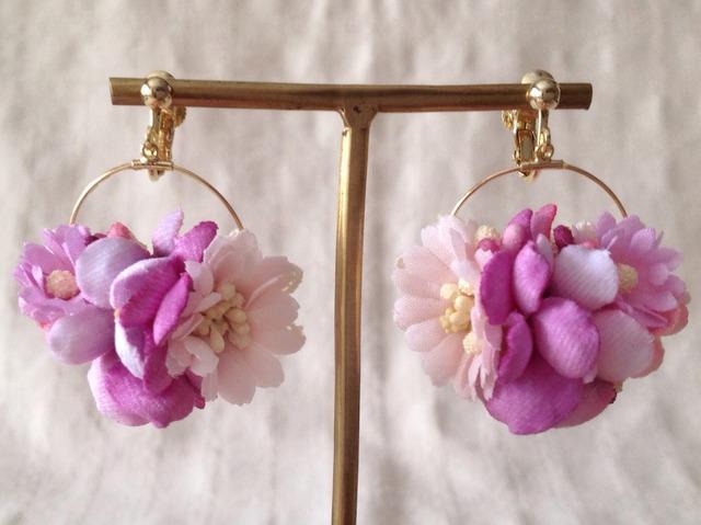 染め花の小さなフープイヤリング(クールピンク)