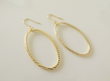 oval ring pierces gold
