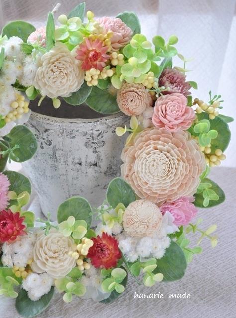 カーネーションと花々のリース
