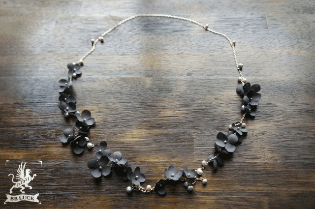 yoshiko0411さま order made * necklace 【 ちいさな紫陽花と淡水パールのロングネックレス *charcoal grey 】