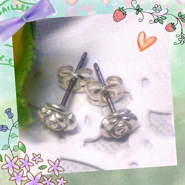 小さいお花のシルバーピアス