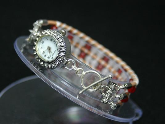 ローズクォーツとレッドメノウの腕時計