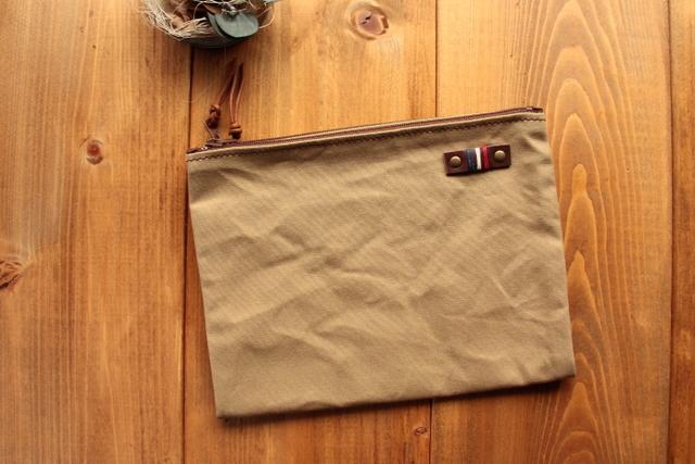 【送料無料!】*H860 パラフィン帆布の二つ折りポーチ Mサイズ -サンド-
