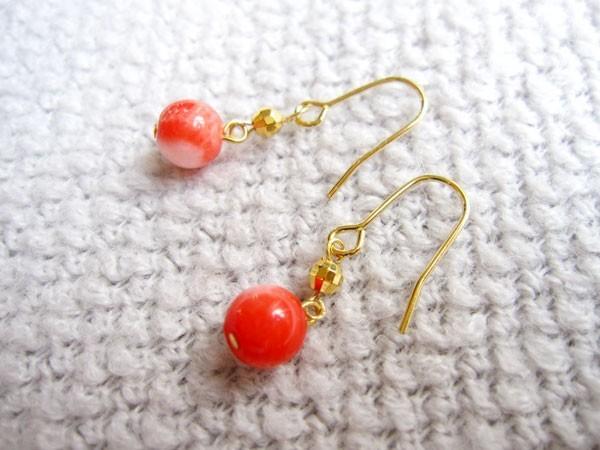 ピンクオレンジ珊瑚のピアス