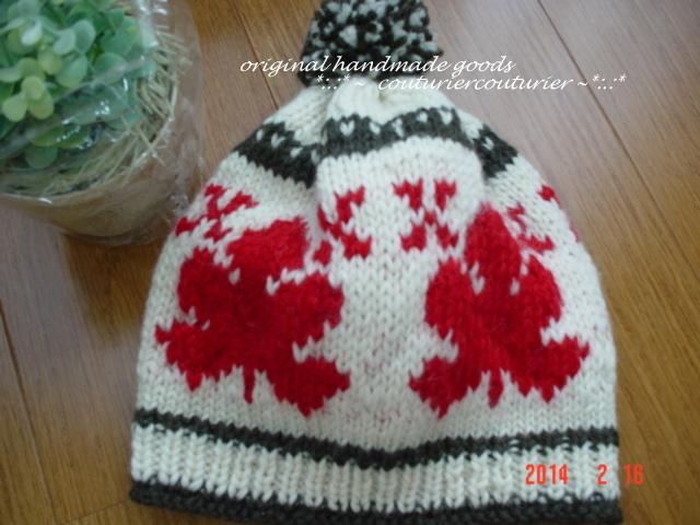 ☆彡ポンポン付きメープルリーフの編み込みニット帽