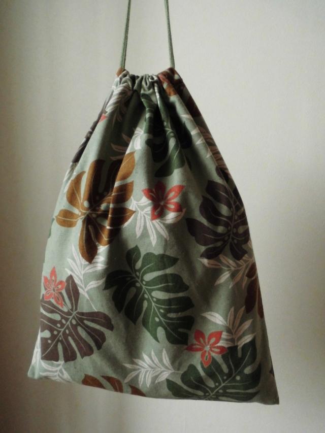 ふくろ縫いの巾着袋(モンステラ柄)