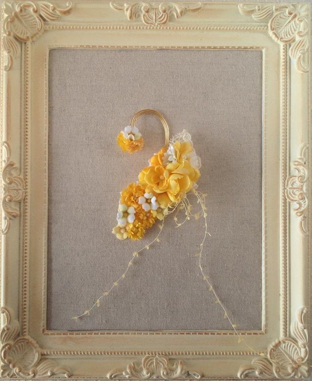 染め花のイヤーフック(イエロー&ホワイトグリーン)