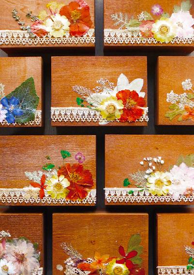 〈期間限定〉花と木箱