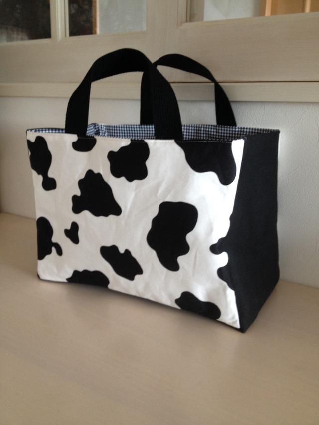 牛のバッグ