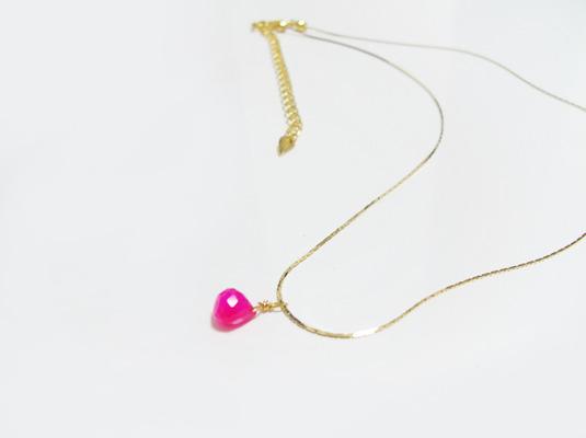 小粒カルセドニーのネックレス