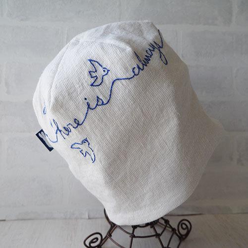 アイリッシュリネンニット生地で刺繍を入れたニット帽(白)