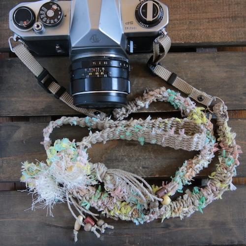 限定麻紐ヘンプカメラストラップ-swinging