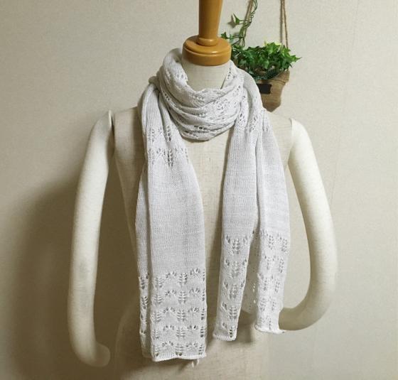 ほんわり透かし編みストール ホワイトグレー