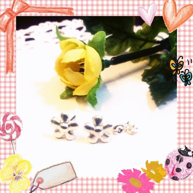 お花のシルバーピアス