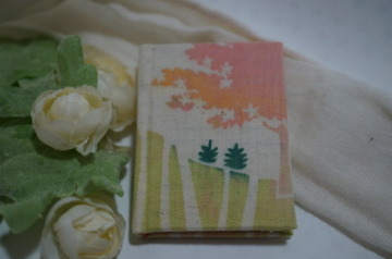 「桜の丘の羊」型染め豆本