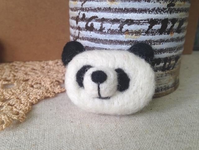 羊毛フェルトブローチ(白黒パンダさん)