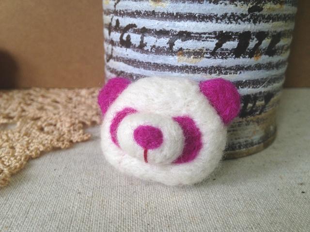 羊毛フェルトブローチ(VPinkパンダさん)