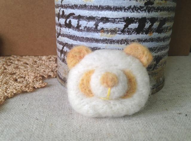 羊毛フェルトブローチ(YEパンダさん)
