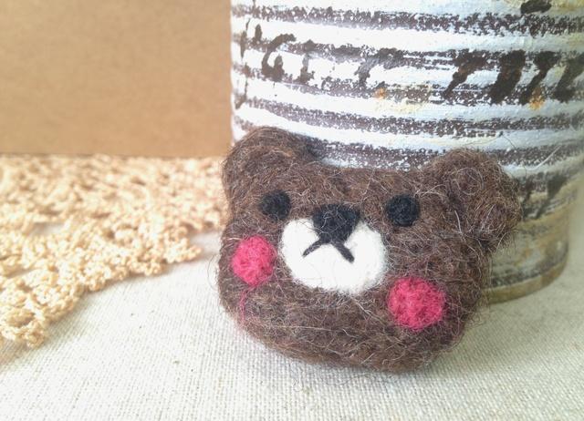 羊毛フェルトブローチ(くまさん)
