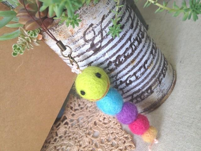 羊毛フェルトストラップ(カラフル青虫)?