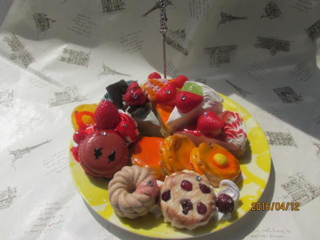 デザート・プレートのメモスタンド  四種のケーキ ホットケーキなど スイーツデコ