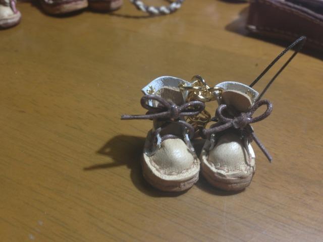 ハンドメイド◎ミニチュア 子供 編み上げブーツ ストラップ 革 レザー 前アイボリー×後ホワイト