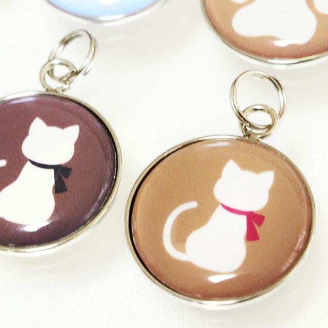 骨壷カバー用 アクセサリーチャーム プレート 猫 モカブラウン ストラップつき 仏具 名札