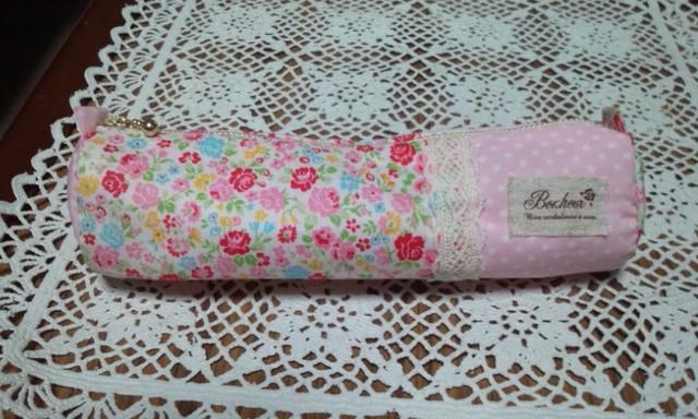 ピンクの花柄パッチワークペンケース