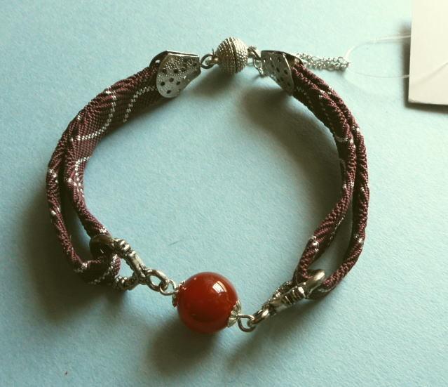和の伝統*赤茶に銀の羽織紐に紅玉カーネリアンを組合せの渋くて上品なブレス*14-6