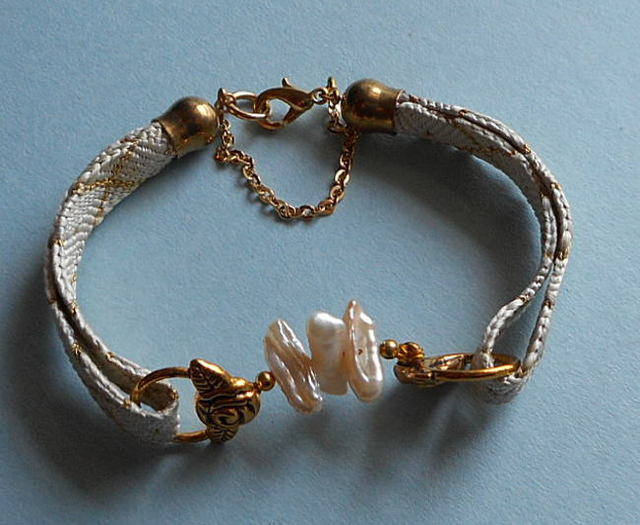 和の伝統*白に金糸の羽織紐にバロックパール15mm玉3個を組合せの華麗なブレス*14-20