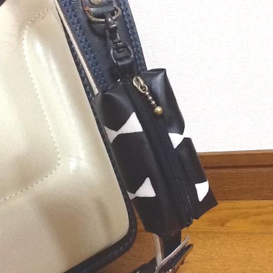 リボン柄黒☆リール式 ランドセル用キーケース