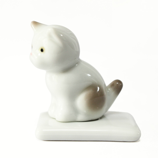 ミニ骨壷 おすわり 猫 ベージュ 台座つき ( 有田焼 ) 9番 AC-6