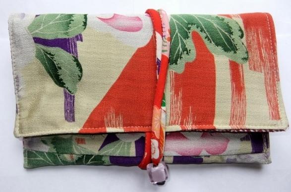 着物リメイク 花柄の長襦袢で作った和風財布 1345
