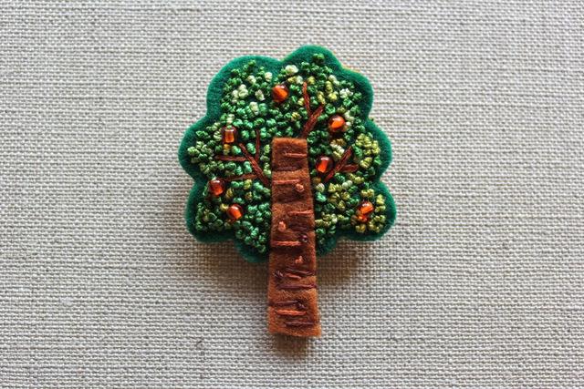 フレンチノット刺繍フェルトのブローチ オレンジの木
