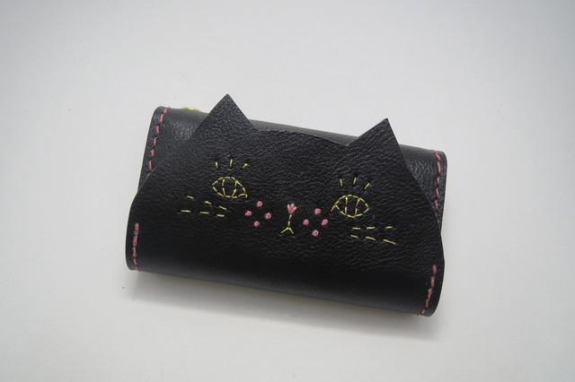 【受注制作】キーケース ねこのお顔 黒猫 牛ヌメ革 ピンクステッチ