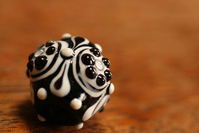 glass beads(とんぼ玉)戦国玉/白黒