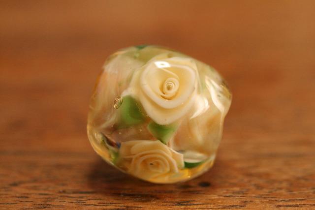 アウトレット glass beads (とんぼ玉)淡いトパーズ色の薔薇/ルナ