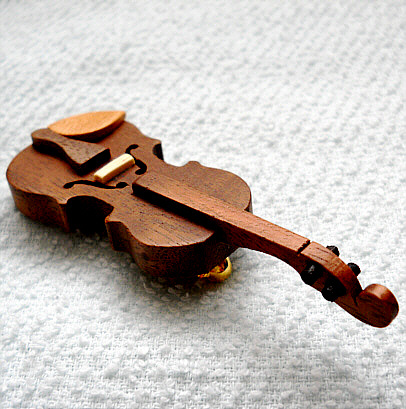 バイオリンのブローチ(ウォールナット材)