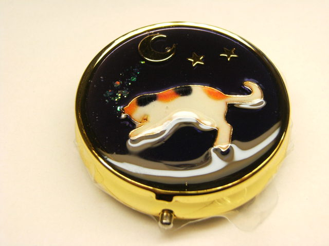 ネコのピルケース(ゴールド丸型仕切りなし)