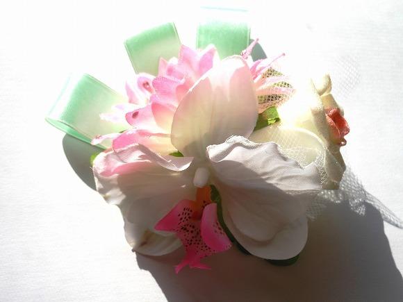 無垢の煌めき 造花のコサージュ