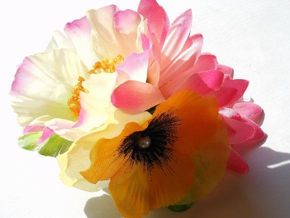 快活の日差し 造花のコサージュ