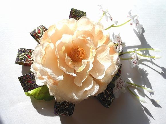 伽藍の煌めき 造花のコサージュ