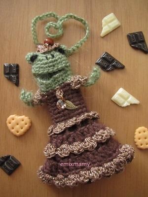 【新作!】あみぐるみ!ケロリップカバー・チョコレート色ドレスのチョケロートちゃん♪