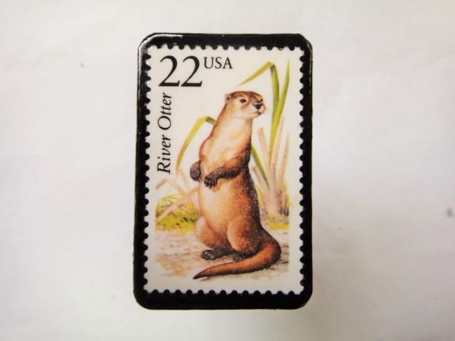 アメリカ 切手ブローチ1072